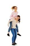 2 друз маленькой девочки стоя совместно Стоковые Фото