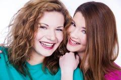 2 друз молодых женщин Стоковые Изображения