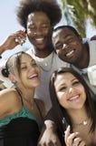 4 друз с портретом мобильных телефонов Стоковые Изображения RF