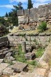 Руины археологических раскопок древнегреческия Дэлфи, Греции Стоковое Изображение RF