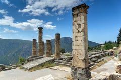 Руины археологических раскопок древнегреческия Дэлфи, Греции Стоковые Фото