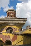 Руины башни, XVIII век 24 selo резиденции petersburg парка знатности km семьи Кэтрины посещения tsarskoye st разбивочных бывших и Стоковая Фотография