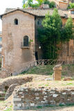 Руины виска Аполлона рядом с театром эры 12 BCE Маркела и старого здания товарища Стоковые Фотографии RF