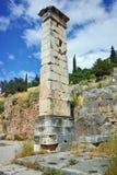 Руины в археологических раскопках древнегреческия Дэлфи, Греции Стоковые Изображения