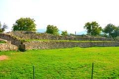 Руины в Ulpia Traiana Augusta Dacica Sarmizegetusa Стоковые Изображения