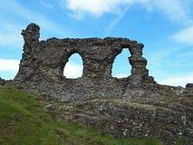 Руины где-то на холме вдоль дороги к Walles стоковое изображение rf
