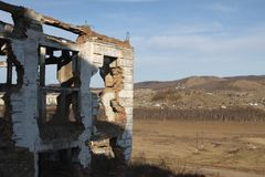 Руины гор-концентрируя промышленного комплекса (GOK) в деревне Tuim Стоковые Изображения RF