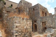 Руины домов, крепость колонии Leper Spinalonga, Elounda, Крит Стоковая Фотография