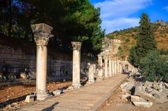 Руины древнего города Ephesus с театром и библиотекой Celsus, Турцией стоковое фото