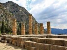 Руины древнего храма в Дэлфи, Греции стоковые изображения