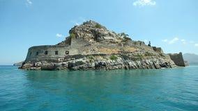 Руины древней крепости на острове Spinalonga Башня основы Spinalonga форта Крит акции видеоматериалы