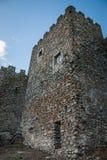 руины замка в Испании, боковом взгляде с сверганными стенами и зубчатыми стенами Стоковое Изображение RF
