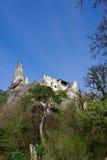 Руины замка в средневековой деревне Durnstein Стоковые Изображения