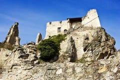 Руины замка в средневековой деревне Durnstein Стоковые Фотографии RF