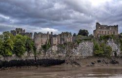 Руины замка Chepstow в южном Уэльсе стоковые изображения