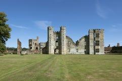 Руины замка Cowdray, западное Сассекс, Англия стоковые фото