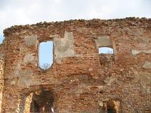 Руины замка Krevsky белизна изолированная кирпичом красная Беларусь Стоковое фото RF
