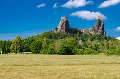 Руины замка Trosky в чехословакском рае Стоковые Изображения
