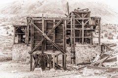 Руины золотодобывающего рудника в скалистых горах Стоковое Фото