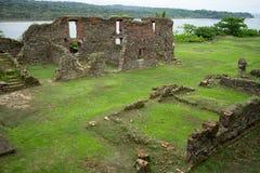 Руины испанского языка остаются в тропической Панаме стоковые изображения rf