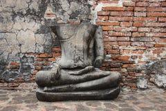 Руины и исторический парк со старой статуей Будды камня стоковые изображения rf