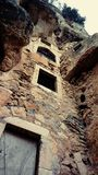 Руины монастыря построенные в скалу Стоковые Фото