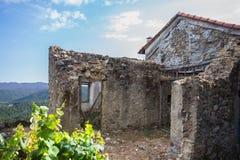Руины покинутого загородного дома, Италии стоковые фотографии rf