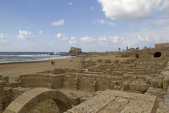 Руины порта и городка в Caesarea.Israel Стоковая Фотография RF