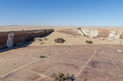 Руины раз зажиточного немецкого городка Kolmanskop минирования в пустыне Namib около Luderitz, Намибии, Южной Африки Стоковая Фотография