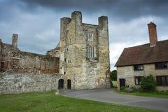 Руины ранга одного дома Cowdray перечисленные около Midhurst Сассекс стоковая фотография