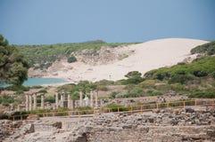 Руины римские Baelo Клаудии в Bolonia приставают к берегу стоковые фото
