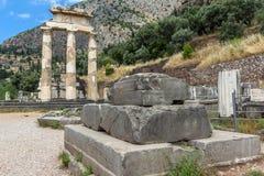 Руины святилища Афины Pronaia на археологических раскопках древнегреческия Дэлфи, Греции Стоковые Изображения