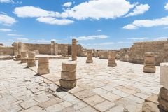 Руины северной церков в городе Nabataean Avdat, расположенном на дороге ладана в пустыне Judean в Израиле Inc стоковое фото