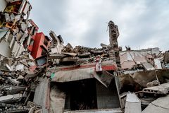 Руины сокрушенного здания стоковое изображение