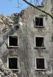 Руины сокрушенного дома Стоковые Фотографии RF