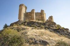 Руины средневекового замка в деревне Pelegrina Стоковые Изображения RF