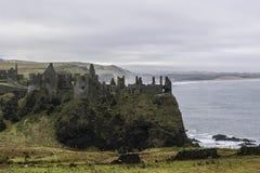 Руины средневекового замка Dunluce стоковые фото