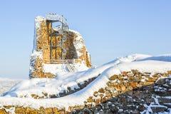 Руины средневекового замка Lichnice около Tremosnice, чехии Солнечный снежный зимний день стоковое фото