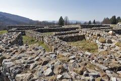 Руины средневековой крепости Krakra от периода первой болгарской империи, Pernik, Болгарии Стоковое фото RF