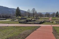 Руины средневековой крепости Krakra от периода первой болгарской империи, Pernik, Болгарии Стоковое Фото