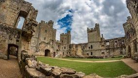 Руины средневекового замка в южной Англии Стоковое Изображение RF
