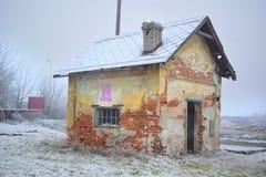 Руины старого дома кирпича Стоковые Изображения RF