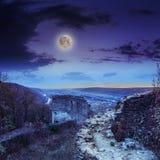 Руины старого замка в горах на ноче Стоковые Изображения RF