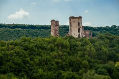Руины старого замка в деревне Chervonograd Ukrai стоковые изображения rf