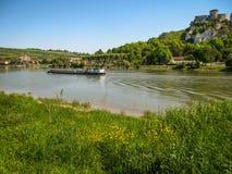 Руины старого замка на реке подпирают, Les Andeles, Fran Стоковые Фото