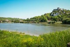 Руины старого замка на реке подпирают, Les Andeles, Fran Стоковые Фотографии RF