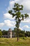 Руины старого замка Tereshchenko Grod в Zhitomir, Украине Дворец XIX века Стоковое Фото