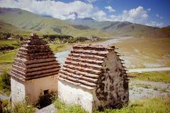 Руины старого поселения в горах Кавказа стоковые изображения rf