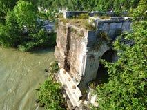 Руины старого римского моста стоковые изображения rf