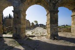 Руины стародедовского города Hierapolis стоковые изображения rf